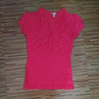 Medium hot pink v neck shirt