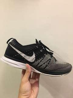 Nike flyknit trainer 編織 慢跑鞋 黑白 Kanye west Eugene Tong 著用