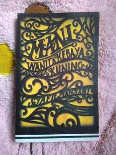 Mani : Wanita Kebaya Kuning