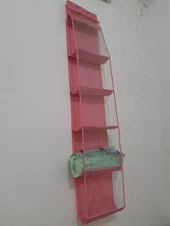 Tempat simpan tas pink