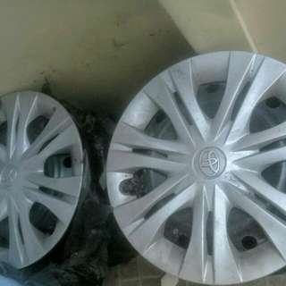 Toyota Innova Steel Rims and Hub Caps