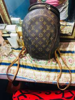 Preloved LV bagpack! Geniune leather, Bought it in japan auction! Not guaranteed authentic.
