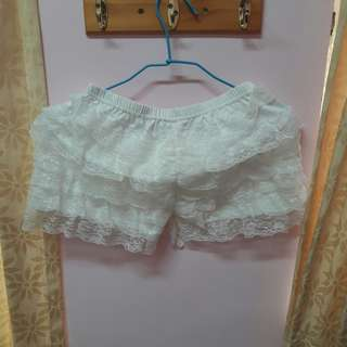 🚚 白色蕾絲安全內搭褲