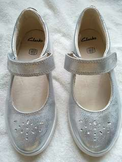 BNWT CLARKS girl leather shoes