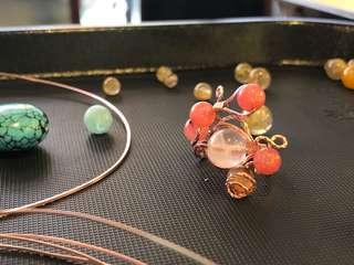 🚚 手工訂製 戒指 粉晶 草莓石 玫瑰石 礦石 銅線 編織 手工 鍛造 瑪瑙 玫瑰金 玫瑰啟發構思 金屬編織 金屬製品 金工 手工藝