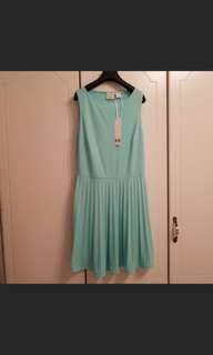 🚚 湖水綠洋裝