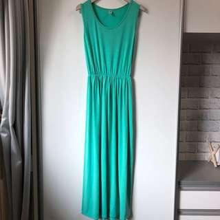 淺綠色連身長裙。韓製。夏天裙裝。材質柔軟。