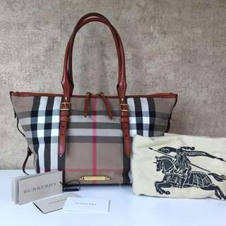 BURBERRY 3897549 TOTE BAG