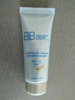 Wardah Lightening BB Cream: Light
