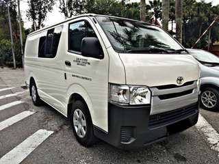 TOYOTA HIACE 2.4 SEMI PANEL VAN