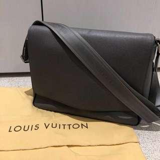 Louis Vuitton Men's Roman MM bag