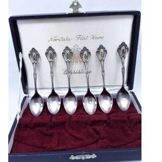 Noritake Flat Ware餐匙 /湯匙 早期銀質歐式湯匙6只一組,尺寸 : 長10公分原廠盒裝,保存狀況:良好。