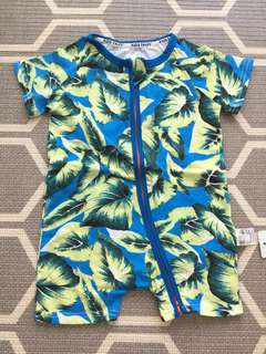 Baby romper in tropical patterns