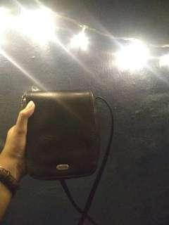 GUESS slingbag hitam kulit
