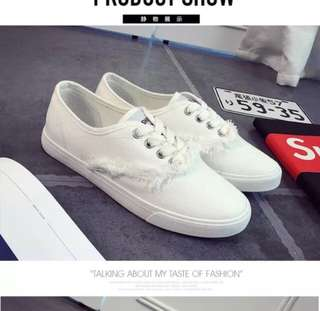 Low cut sneakers / White low cut sneakers / black low cut sneakers
