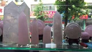👏🏻👏🏻👏🏻白水晶球🔮白水晶柱,粉晶球🔮想要愛情💓想要孩子學習成績好,來個正能量磁場來淨化心靈,非它們莫屬!