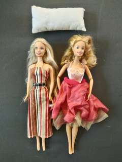 Barbie dolls (1 auth, 1 replica)