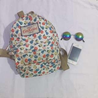 Backpack motif