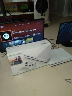 Xbox one s 1tb 有盒