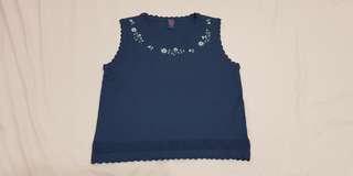 🚚 女童深藍色花朵刺繡針織小背心#50元好物