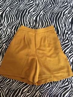 Uniqlo highwaist shorts