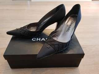 🚚 Chanel香奈兒極新真品跟鞋黑色低調奢華尺寸36含鞋盒鞋袋原始卡片
