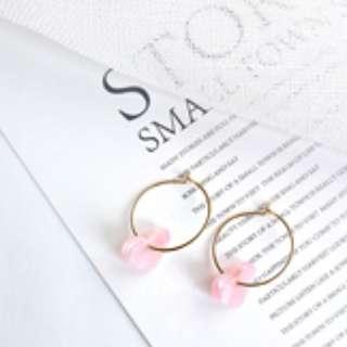 粉紅愛心圓圈耳環