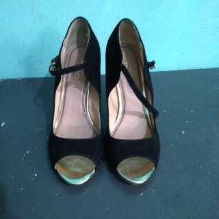 ALDO black pointed shoes