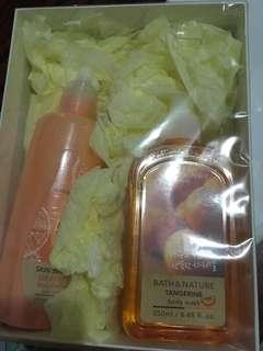 Natural republic body wash & body peeling set
