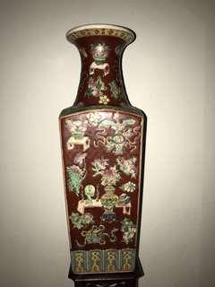 An exceptional Porcelain Famille/verte Figural vase