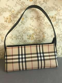 Authentic Burberry small bag,80%new,conditions as pic,size 25*12*8cm