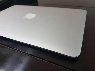 2011年 Macbook air 128g 不用八千只有一台