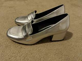 Silver shoes (6)