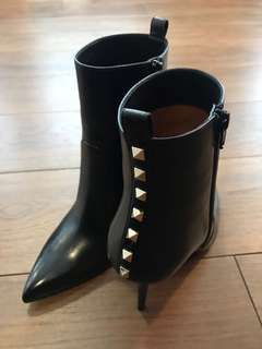 100% New Valentino Ankle boots with Studs Size 38