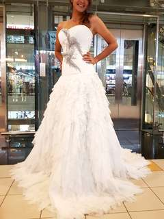 Elegant White Evening Gown Long Train / Bridal Gown