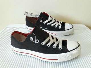 Sepatu Cats