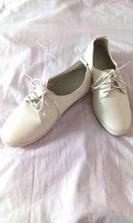 🚚 真皮白色休閒鞋