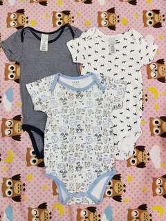 Carter's 短袖包屁衣兩件 + Next 短袖包屁衣一件 合售(12個月)