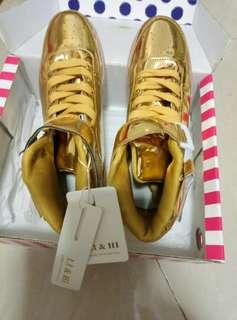 闪燈波鞋size42