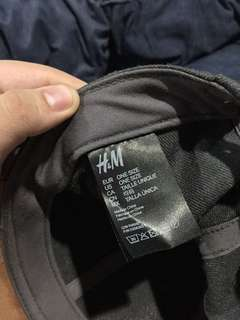 H and M Snapback