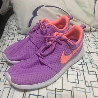 Nike Roshe Run size 8.5