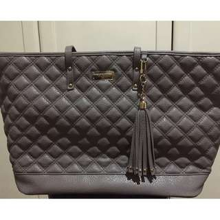 BCBG QUILTED GRAY TOTE BAG