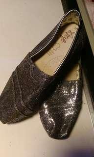 🚚 銀色平底鞋