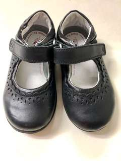 (#17)Black Closed School Shoes