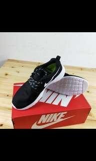 Size 9 mens Nikes