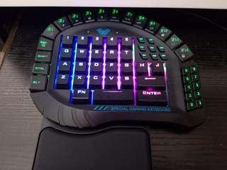 全新……未用過LOL專用keyboard