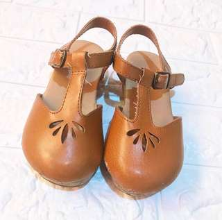 Old Navy Clogs Size 8