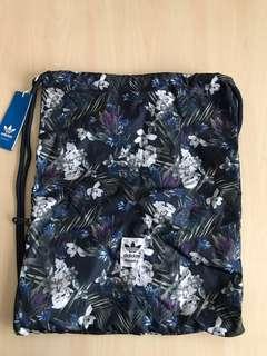 Adidas Originals 愛迪達 三葉草 深藍 滿版花花 束口袋 拉鍊 後背包