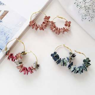 🚚 🔥 Multi-coloured mutes pastel dainty flower floral petals gold hoop round earrings