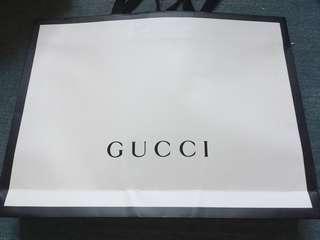 Gucci 大白色紙袋 48x36x8 不面交,只到付